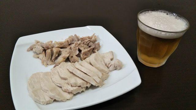 完成した鶏肉の塩ゆでを撮影した写真