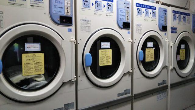 武川町せんたく屋の店内の乾燥機の写真