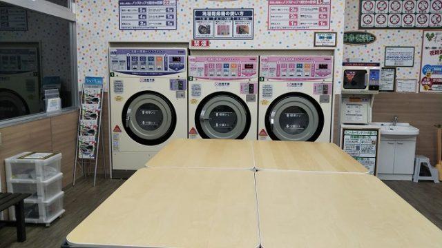 長坂町のコインランドリー店内の洗濯乾燥機の画像