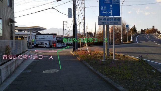 ガソリンスタンド前の交差点を撮影した画像