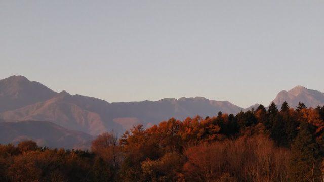 駅前の休憩所からの南アルプスを撮影した画像