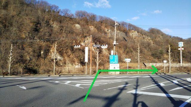 須玉ICを出て国道141号を右折して、清里方面に進む写真