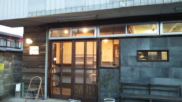 パン屋のアデムク亭の店舗外観を撮影した写真