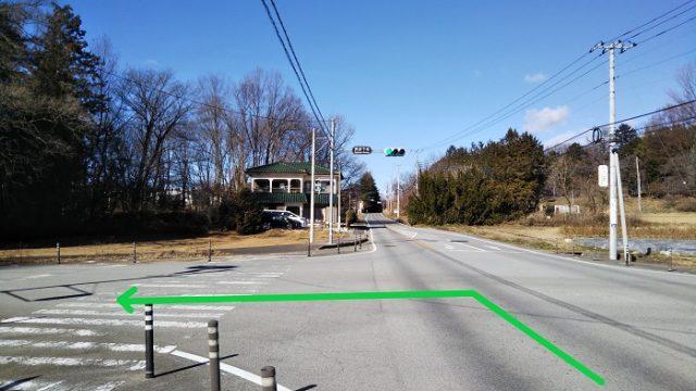 「長坂下条」の交差点を左折する写真