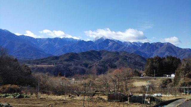 最初のヘアピンカーブからの甲斐駒ヶ岳の写真