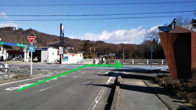右折して国道20号を東京方面に進む写真