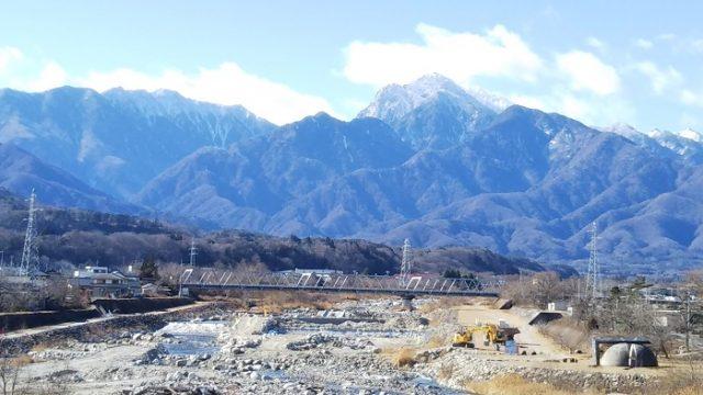 釜無川橋ポケットパークからの甲斐駒ヶ岳をアップした写真