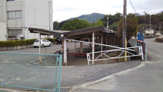 武川中学校の駐輪場を撮影した写真