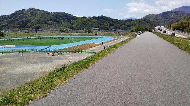 完成した富士川いきいきスポーツ公園を撮影した写真