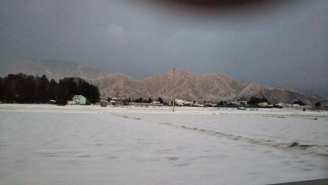 国道147号沿いの雪景色の写真