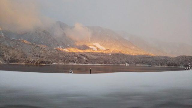 雪景色の青木湖を撮影した写真