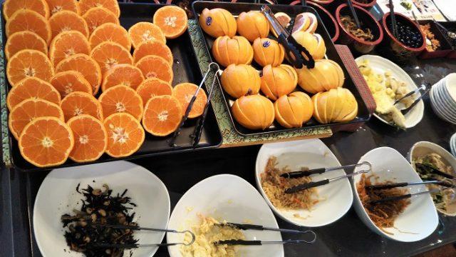 朝食に用意されたフルーツを撮影した写真