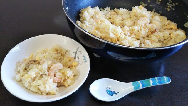 完成した海鮮炒飯を撮影した写真